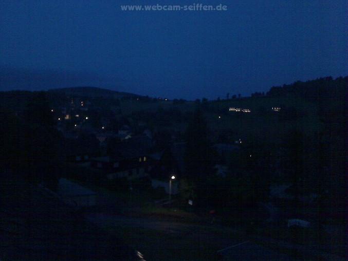 Panorama Kamera mit Blick auf die Seiffener Kirche und den Skilift